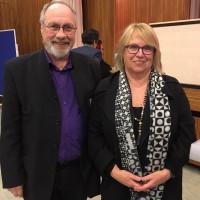 Bertram Hacker mit Ehrenvorsitzender Angelika Graf